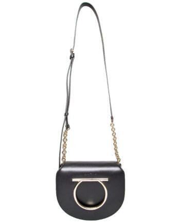 Shoulder-Bag mit Kettendetail am Henkel und Logo-Emblem-0
