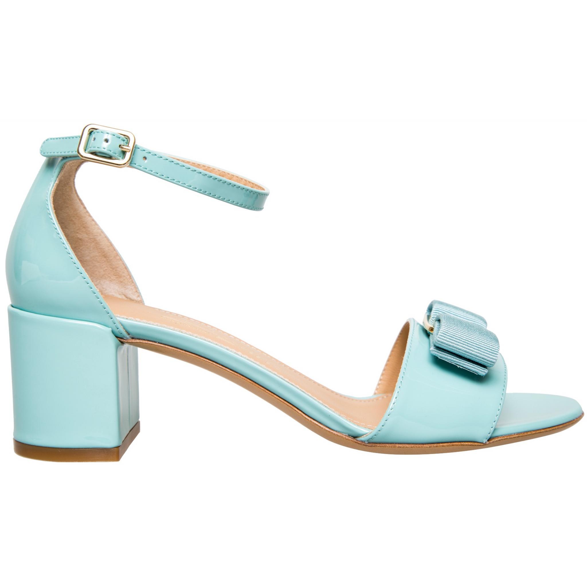 Sandaletten in Lackleder mit Schleifen-Logozier und Blockabsatz-0