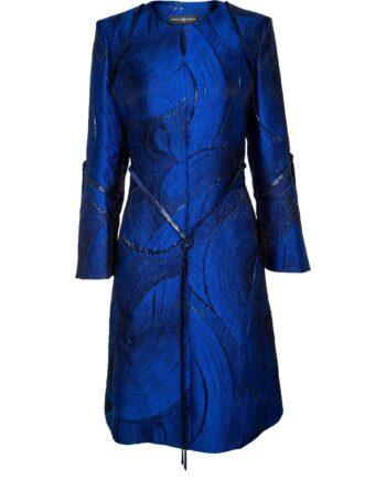 Kniebedeckendes, leicht tailliertes Kleid mit schmalem Taillenbändchen-0